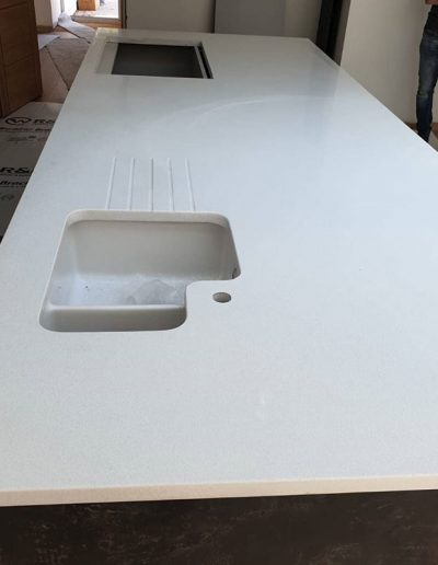 White shimmer quartz kitchen island worktop